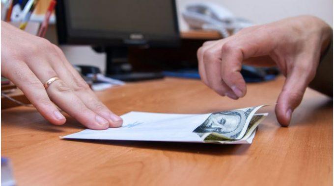 Cuidado Com Empréstimo De 13º à Família E Amigos
