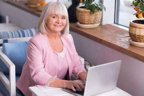 Os Profissionais De Mais De 60 Anos Que Buscam A Vida Como Freelancers