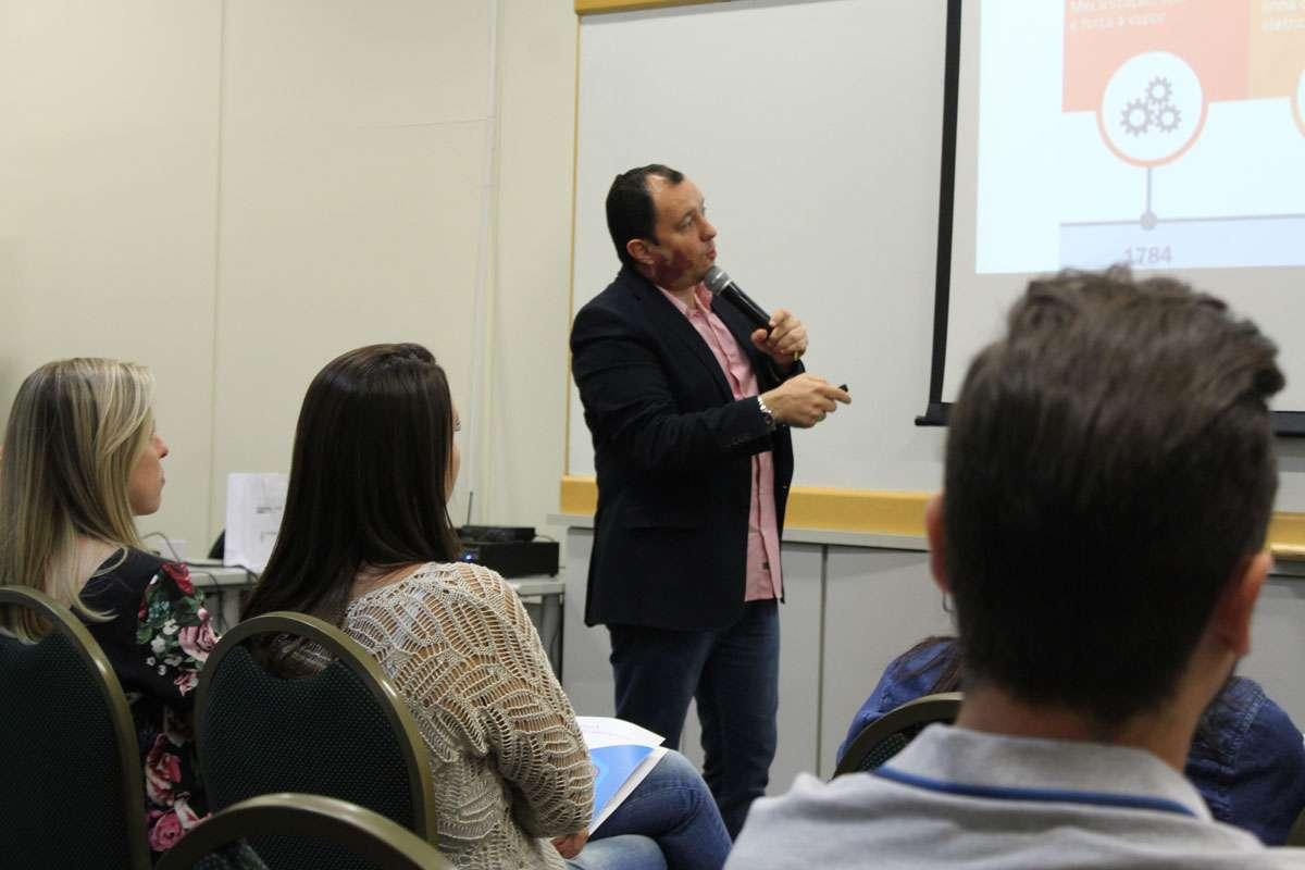Palestra Sobre Aceleração De Carreira Mostra Poder Da Comunicação E Clareza Profissional