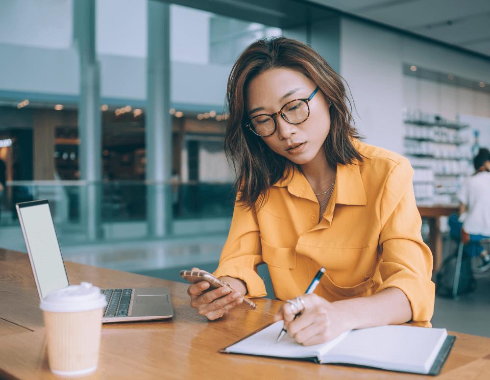 mulher trabalhando representando o empreendedorismo feminino